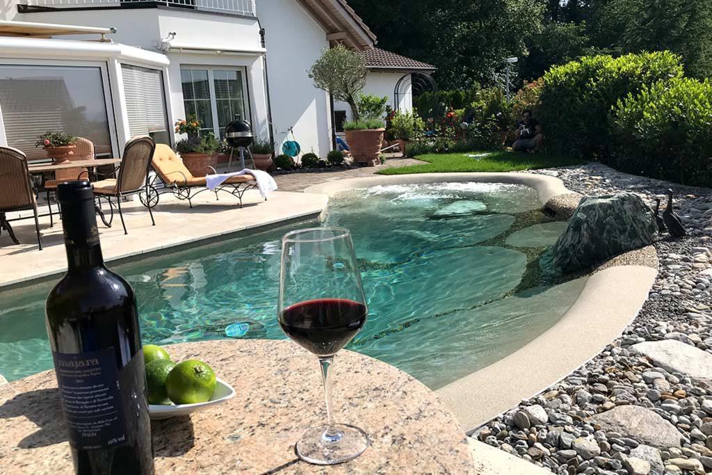 Edles angelegtes Pool