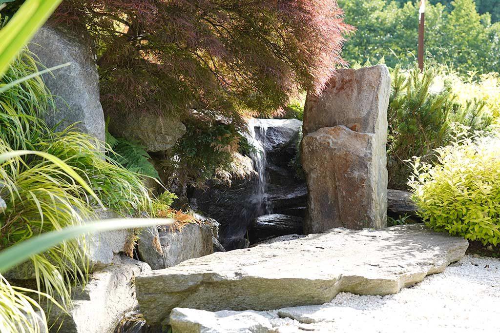 Steindetails an dem Wasserspiel